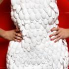 Платье из пластиковых ложек