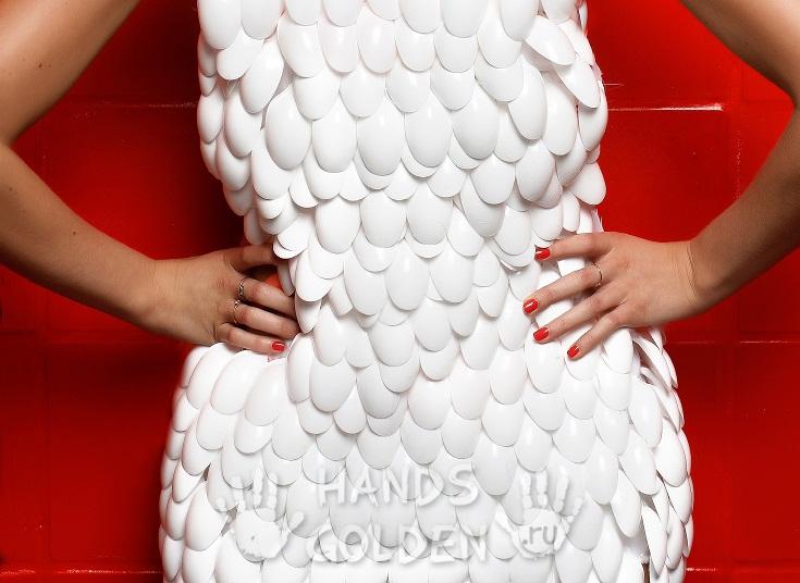 Платье из стаканчиков своими руками как сделать