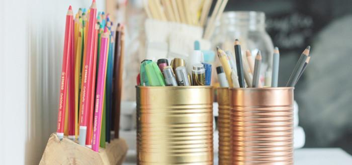 Простая подставка для карандашей и ручек из дерева
