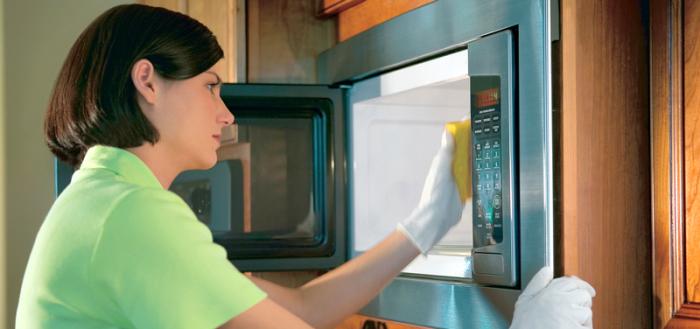 Как быстро отмыть микроволновку