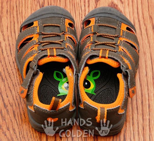 Как научить ребенка различать левый и правый ботинок